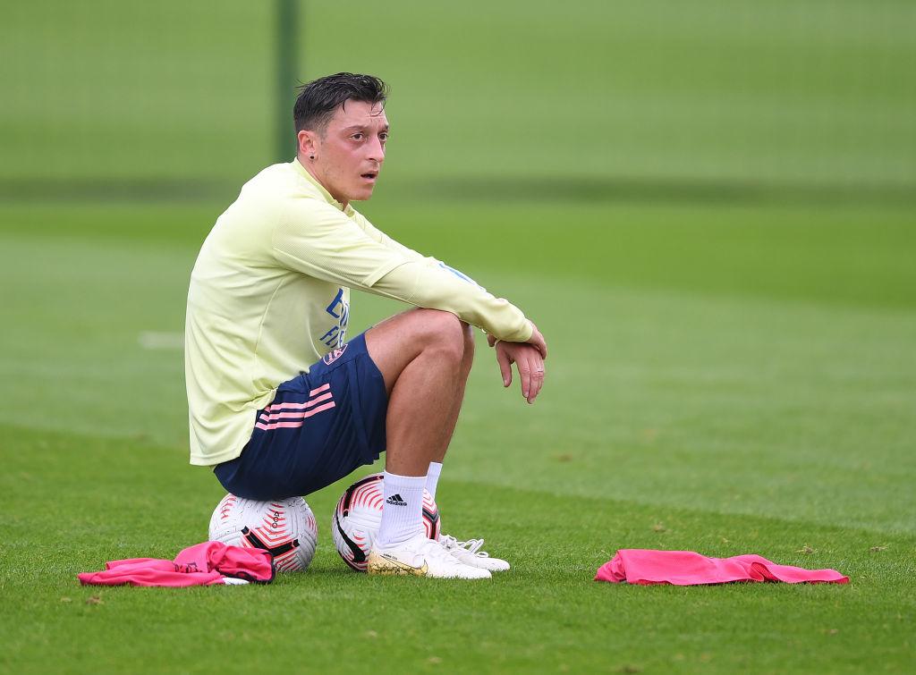 2 Klub Yang Dapat Menampung Mesut Ozil